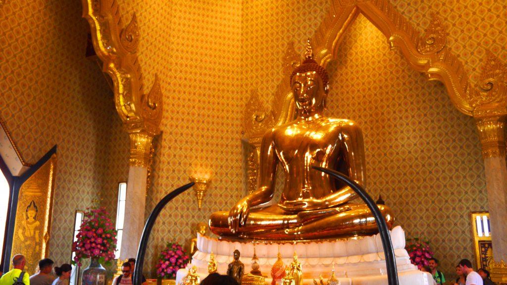 Wat Trai mit Bangkok | catchingcarla.com